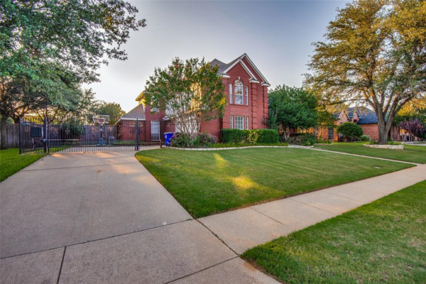 6704 Carriage Lane, Colleyville