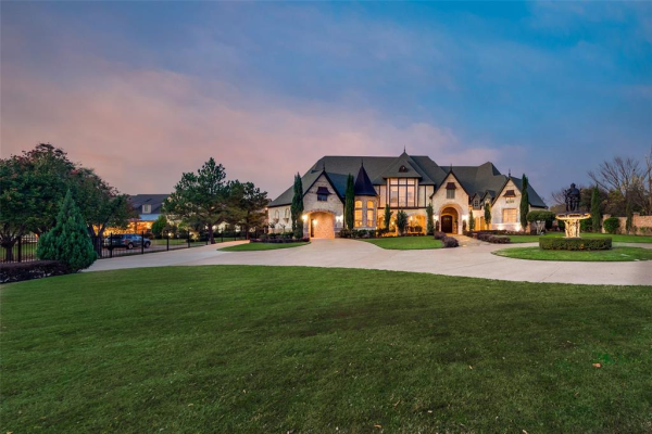312 Black Drive, Colleyville