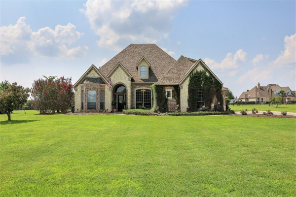 10933 Helms Trail, Forney