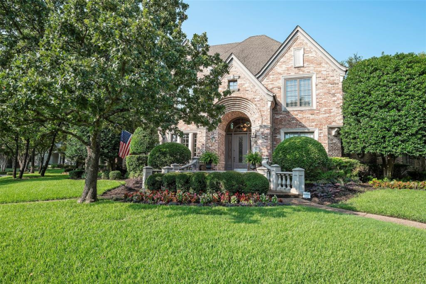 800 Carriage Court, Southlake
