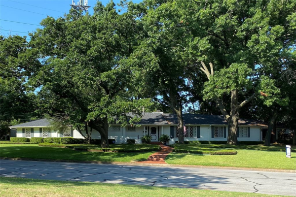1731 Woods Drive, Arlington