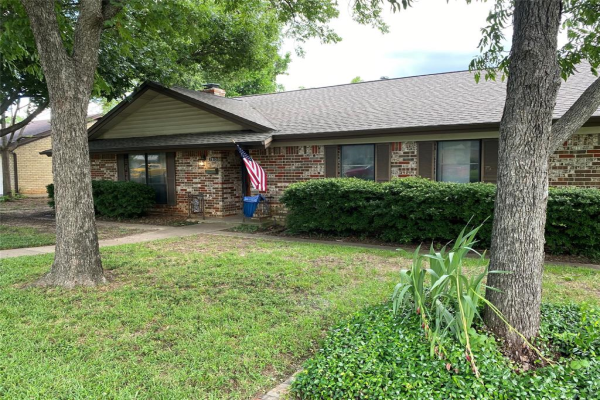 1913 northcliff Drive, Euless
