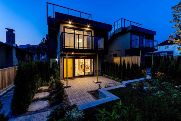 244 W 18TH STREET, North Vancouver