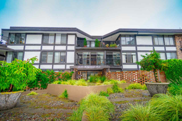 104 1437 FOSTER STREET, White Rock