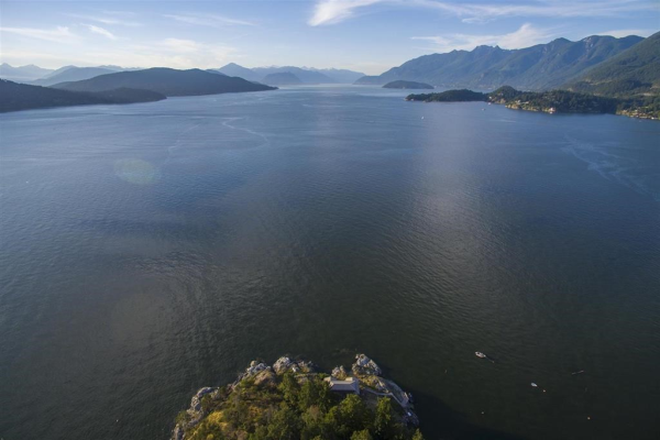 21-22 PASSAGE ISLAND, West Vancouver