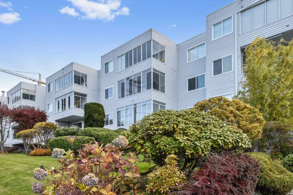 304 1354 WINTER STREET, White Rock