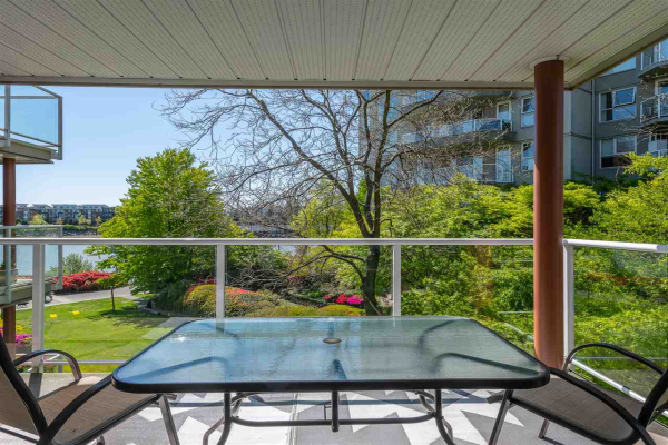 303 1230 QUAYSIDE DRIVE, New Westminster