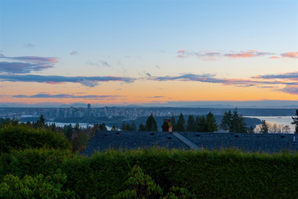 1262 CHARTWELL CRESCENT, West Vancouver