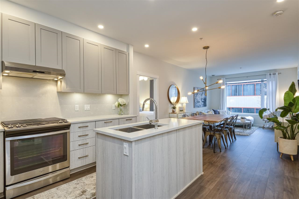 310 123 W 1ST STREET, North Vancouver
