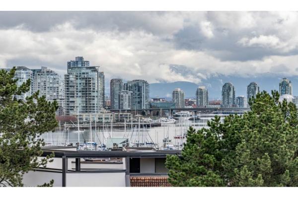 208 1345 W 4TH AVENUE, Vancouver