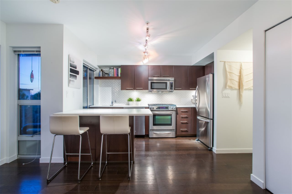 106 1288 CHESTERFIELD AVENUE, North Vancouver