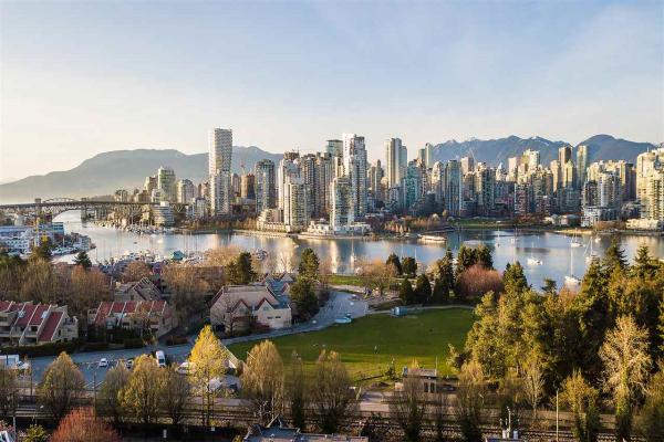 302 977 W 8TH AVENUE, Vancouver