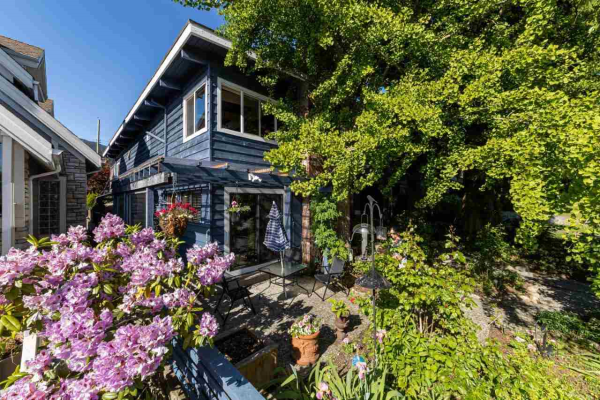 356 W 27TH STREET, North Vancouver