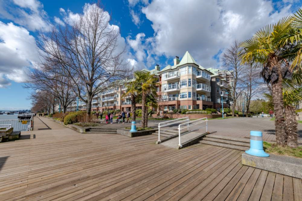 211 12 K DE K COURT, New Westminster