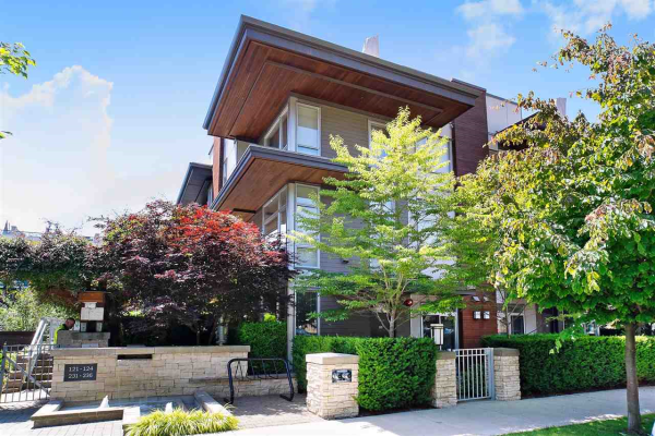 120 735 W 15 STREET, North Vancouver