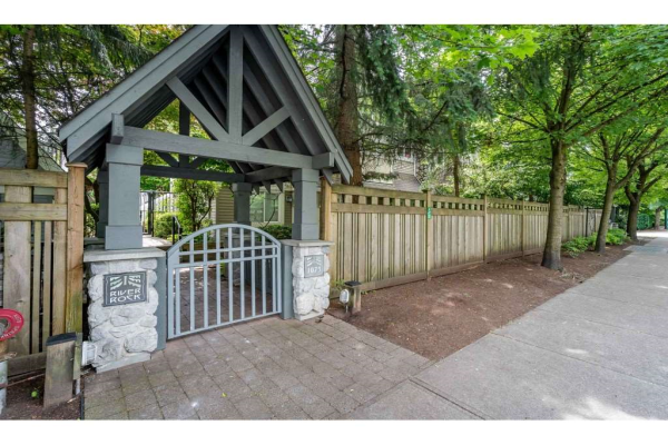 7 1073 LYNN VALLEY ROAD, North Vancouver