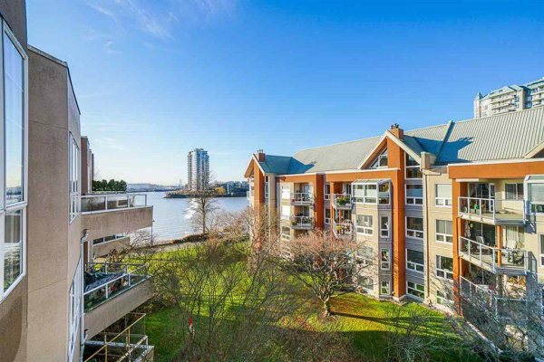422 1150 QUAYSIDE DRIVE, New Westminster