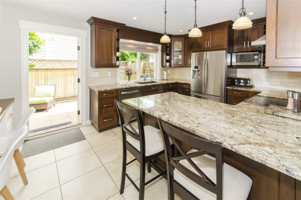 6 1233 W 16TH STREET, North Vancouver