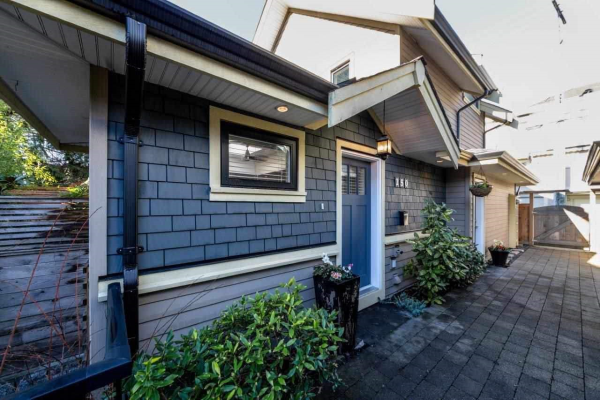 250 E 10TH STREET, North Vancouver