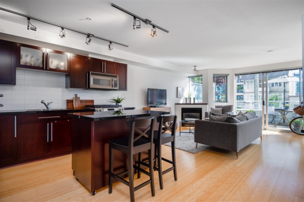 203 122 E 3RD STREET, North Vancouver