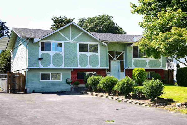 9371 WALLACE CRESCENT, Surrey