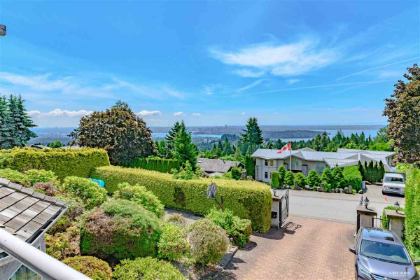 1015 KING GEORGES WAY, West Vancouver