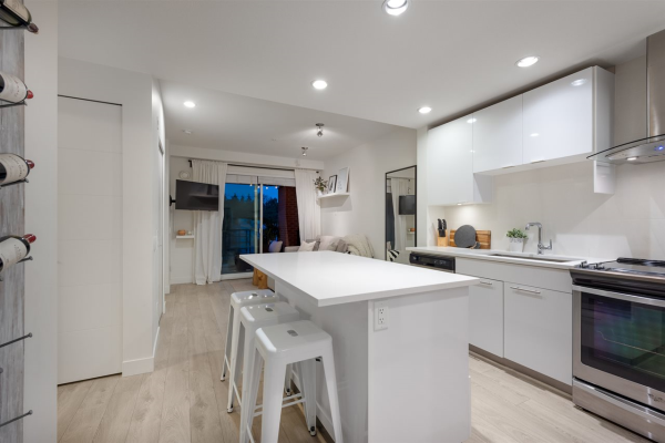423 723 3RD STREET W, North Vancouver