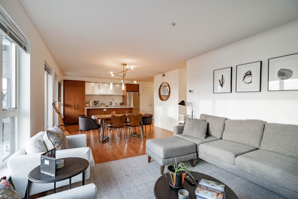 317 221 E 3RD STREET, North Vancouver