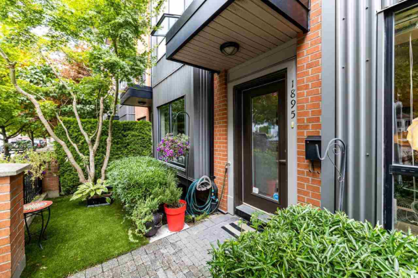 1895 STAINSBURY AVENUE, Vancouver