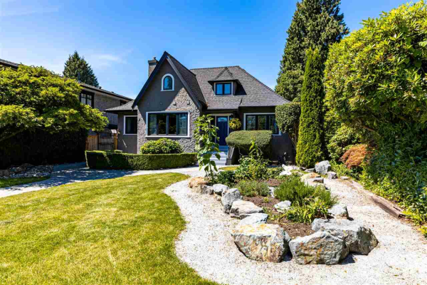 1717 GRAND BOULEVARD, North Vancouver