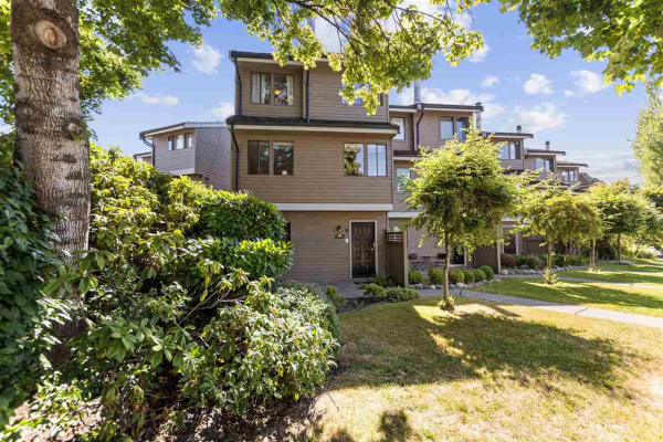 18 251 W 14TH STREET, North Vancouver