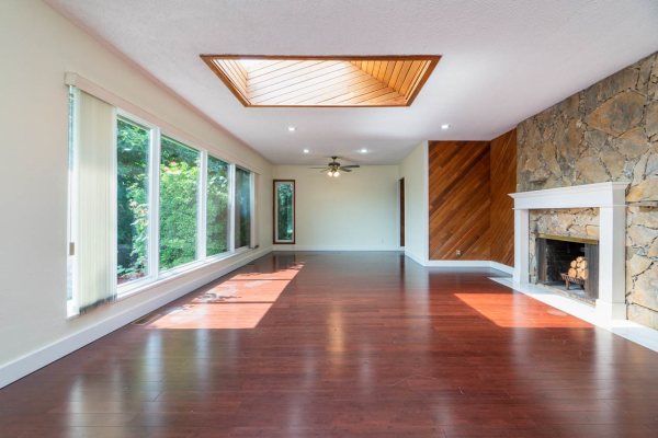 1825 MATHERS AVENUE, West Vancouver