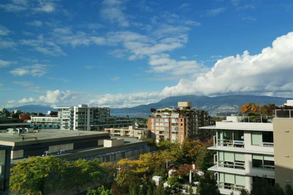 806 1690 W 8TH AVENUE, Vancouver