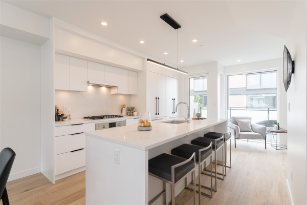 201 649 E 3RD STREET, North Vancouver