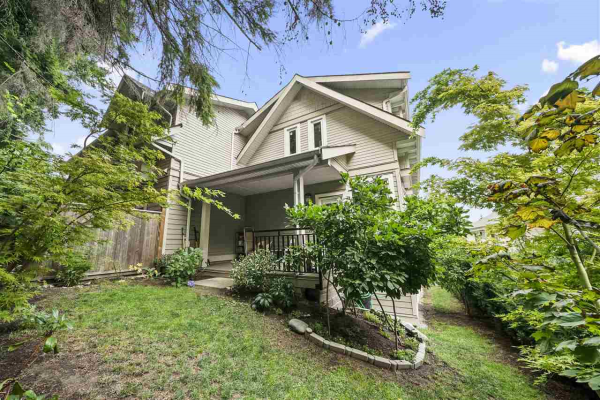 102 218 BEGIN STREET, Coquitlam
