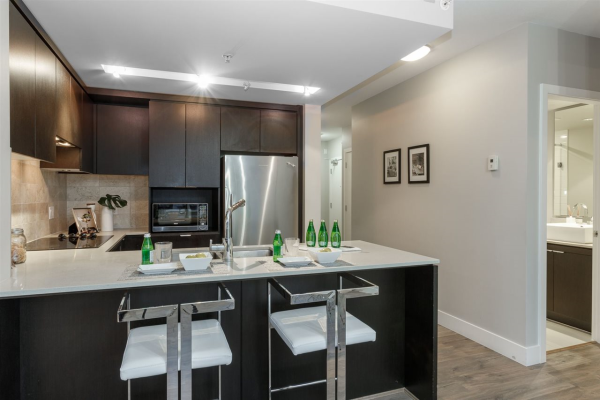 802 158 W 13TH STREET, North Vancouver