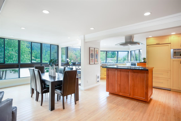 102 2181 PANORAMA DRIVE, North Vancouver