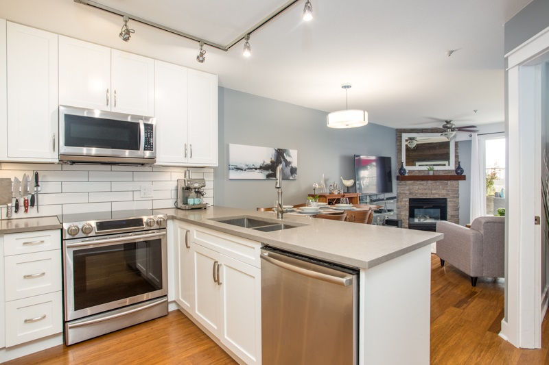 207 135 ELEVENTH STREET, New Westminster