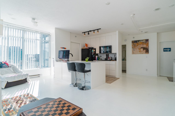 1405 480 ROBSON STREET, Vancouver