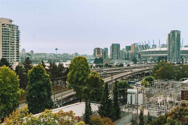 702 718 MAIN STREET, Vancouver
