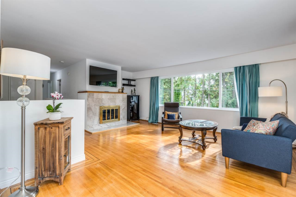 990 CANYON BOULEVARD, North Vancouver