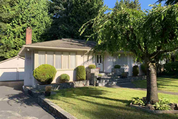 3725 SUNSET BOULEVARD, North Vancouver