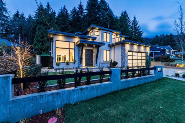 950 BELVEDERE DRIVE, North Vancouver