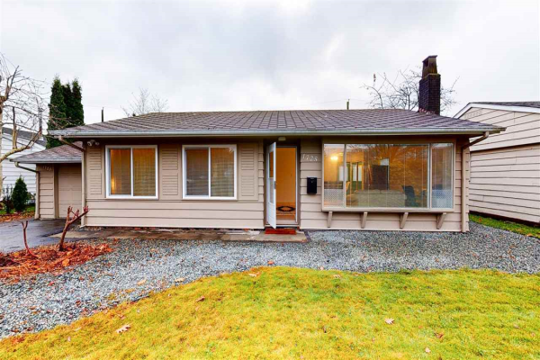 1725 W 15TH STREET, North Vancouver
