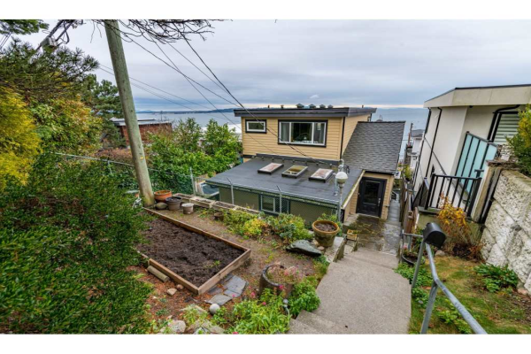 15348 VICTORIA AVENUE, White Rock