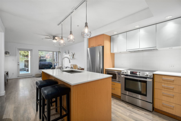 107 221 E 3RD STREET, North Vancouver