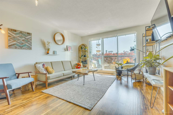 109 340 W 3RD STREET, North Vancouver