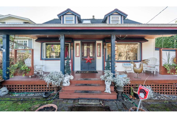 409 E  6TH ST STREET, North Vancouver