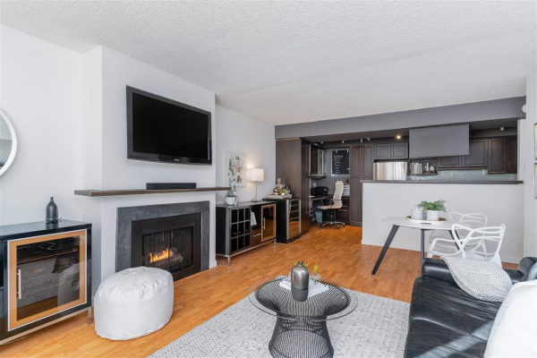 104 1515 CHESTERFIELD AVENUE, North Vancouver