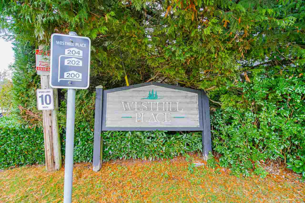 131 200 WESTHILL PLACE, Port Moody